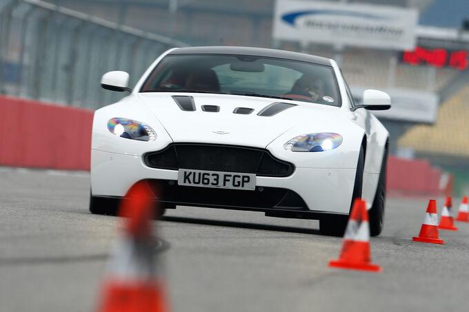 Aston Martin V12 Vantage S, Front view, Slalom
