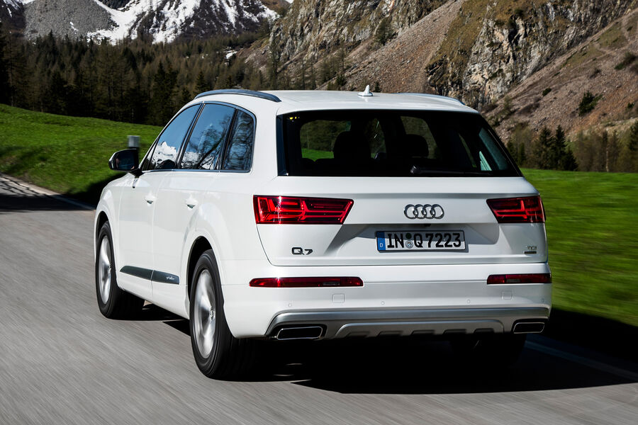 audi q7 3 0 tdi gets road tested first drive with the new suv auto motor and sport. Black Bedroom Furniture Sets. Home Design Ideas
