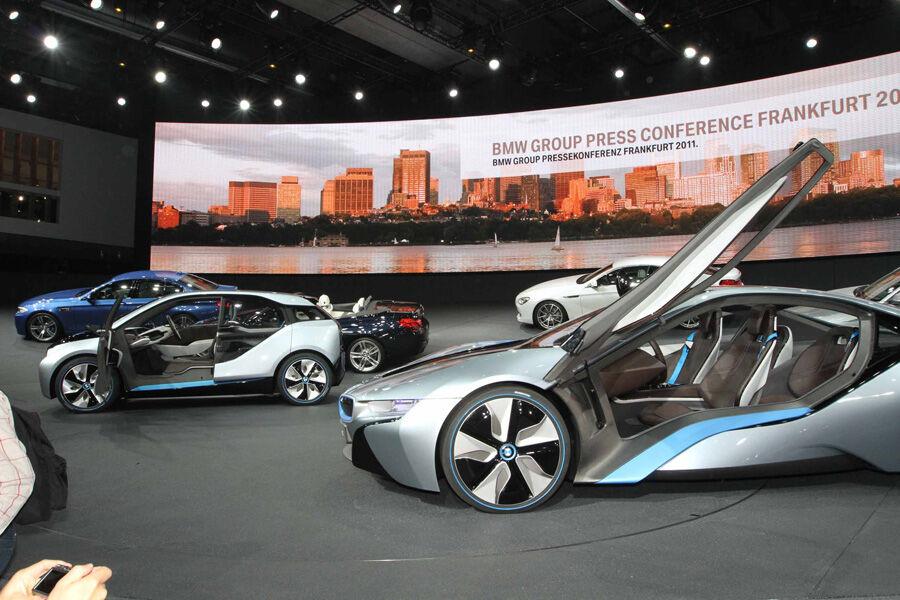 bmw i8 auf der iaa supersportler mit hybrid technik auto motor und sport. Black Bedroom Furniture Sets. Home Design Ideas