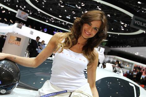 Girls Autosalon Genf 2033