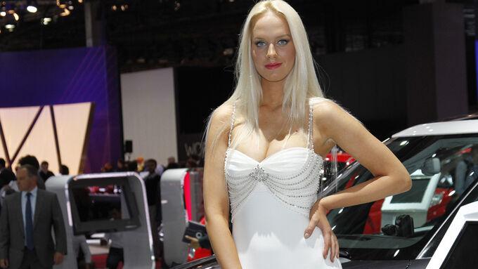 Girls Autosalon Paris 2077
