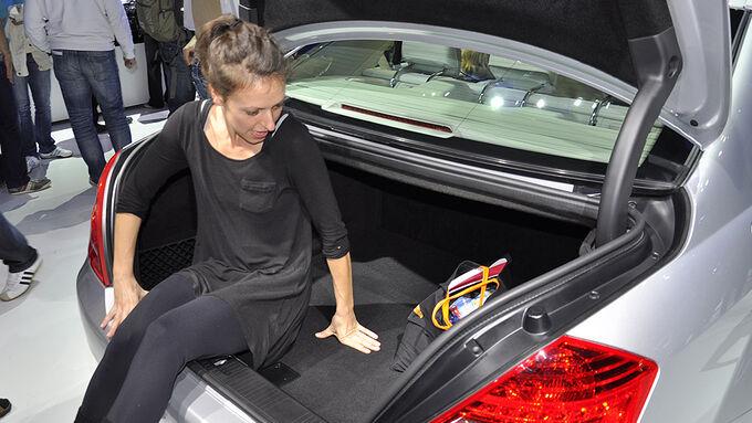 der etwas andere kofferraumtest ungeahnte innenansichten auto motor und sport. Black Bedroom Furniture Sets. Home Design Ideas