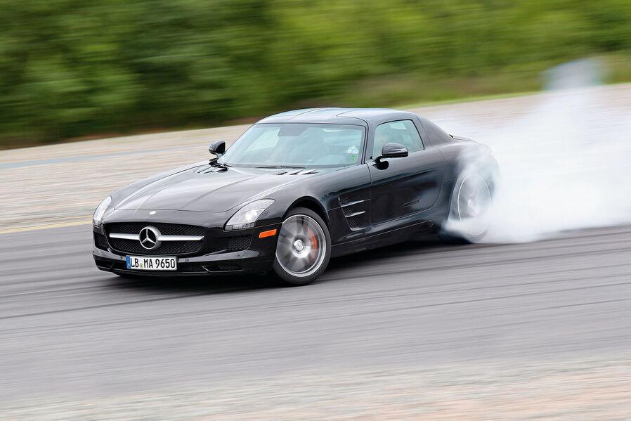 Mercedes-SLS-AMG-E-Cell-Seitenansicht-Driften-19-fotoshowImageNew-7d99358f-624724.jpg