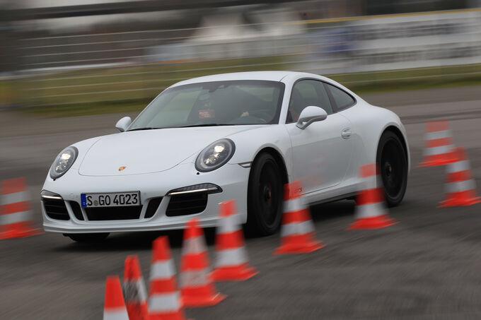 Porsche 911 Carrera GTS, Front view, Slalom