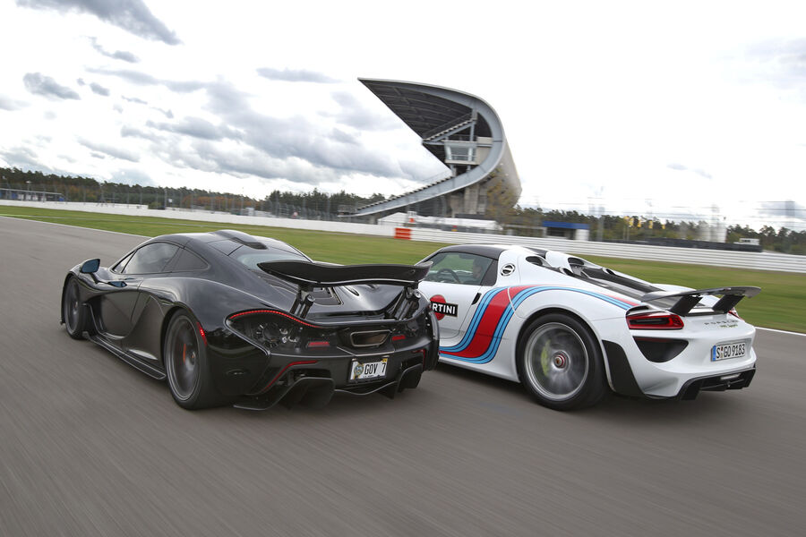 porsche 918 spyder vs mclaren p1 875 and 903 hp vying for legendary status. Black Bedroom Furniture Sets. Home Design Ideas