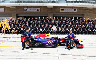 Red Bull Teamfoto - 2013